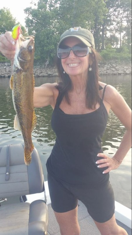 Lisa adkins with pickwick area guide 3 for Pickwick lake fishing report